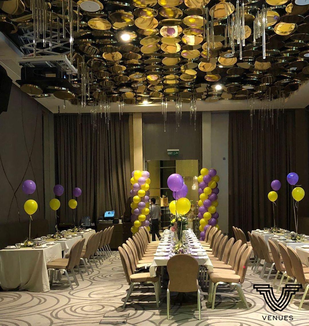 Venues Hotels المكان دبل تري هيلتون السعر للشخص 120 ريال قطري للبوفيه سعة القاعة 160 شخص اذا حجزتو ل 50 شخص او اكثر يعطون Doha Table Decorations Honeymoon