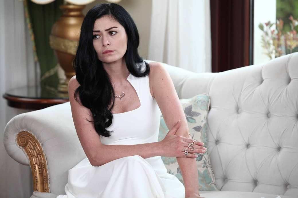 Tuba Buyukustun And Her Boyfriend 2019: Axsamaz Trkiynin 10 N Gzl Qadn Fotolar Moon In 2019