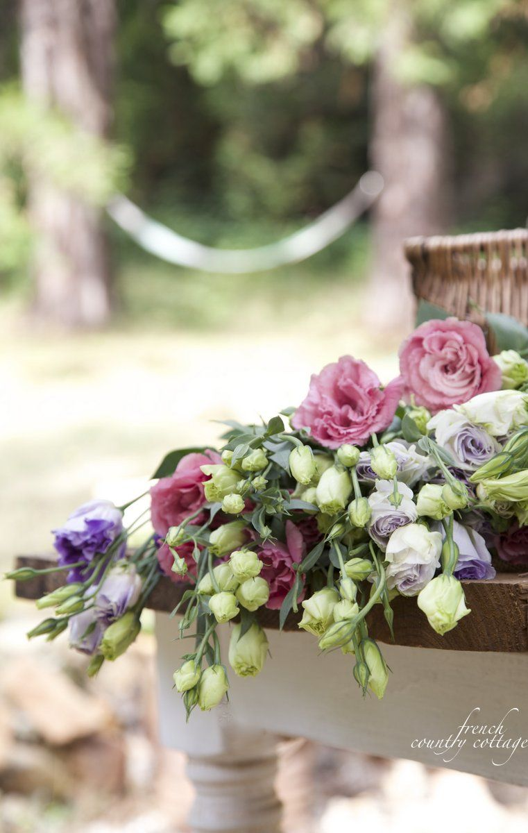 5 minute decorating a beautiful berries blooms bouquet plank french country cottage summer flowerspretty mightylinksfo