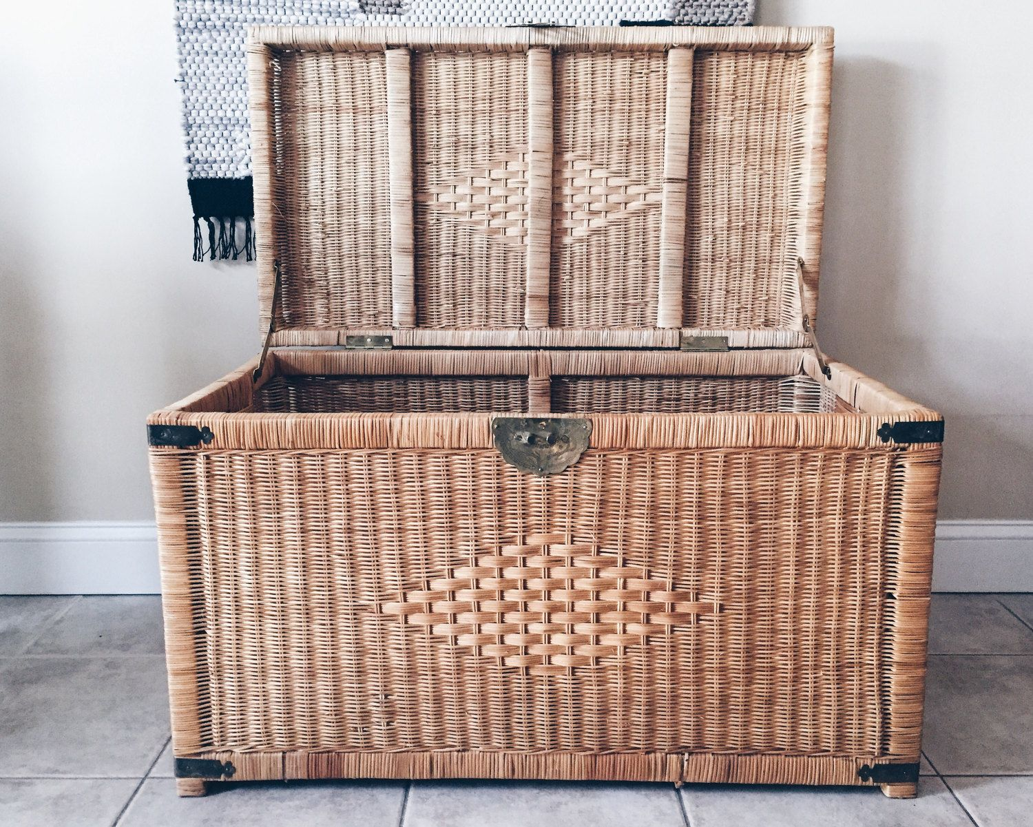Vintage Wicker Trunk With Brass Hardware, Rattan Chest, Wicker Coffee  Table, Wicker Blanket
