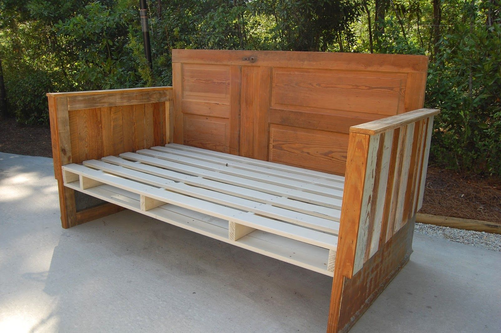 How To Make A Reclaimed Wood Day Bed With Images Wood Daybed