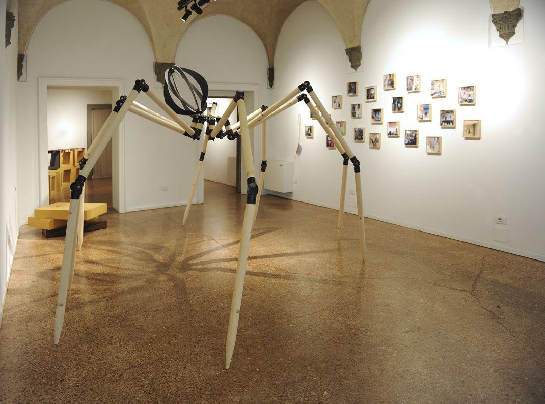 Gabriele Mallegni  Ragno,   ø 350 cm, altezza 200 cm  ferro, legno, PVC per l'addome  Otto luogo dell'arte Firenze