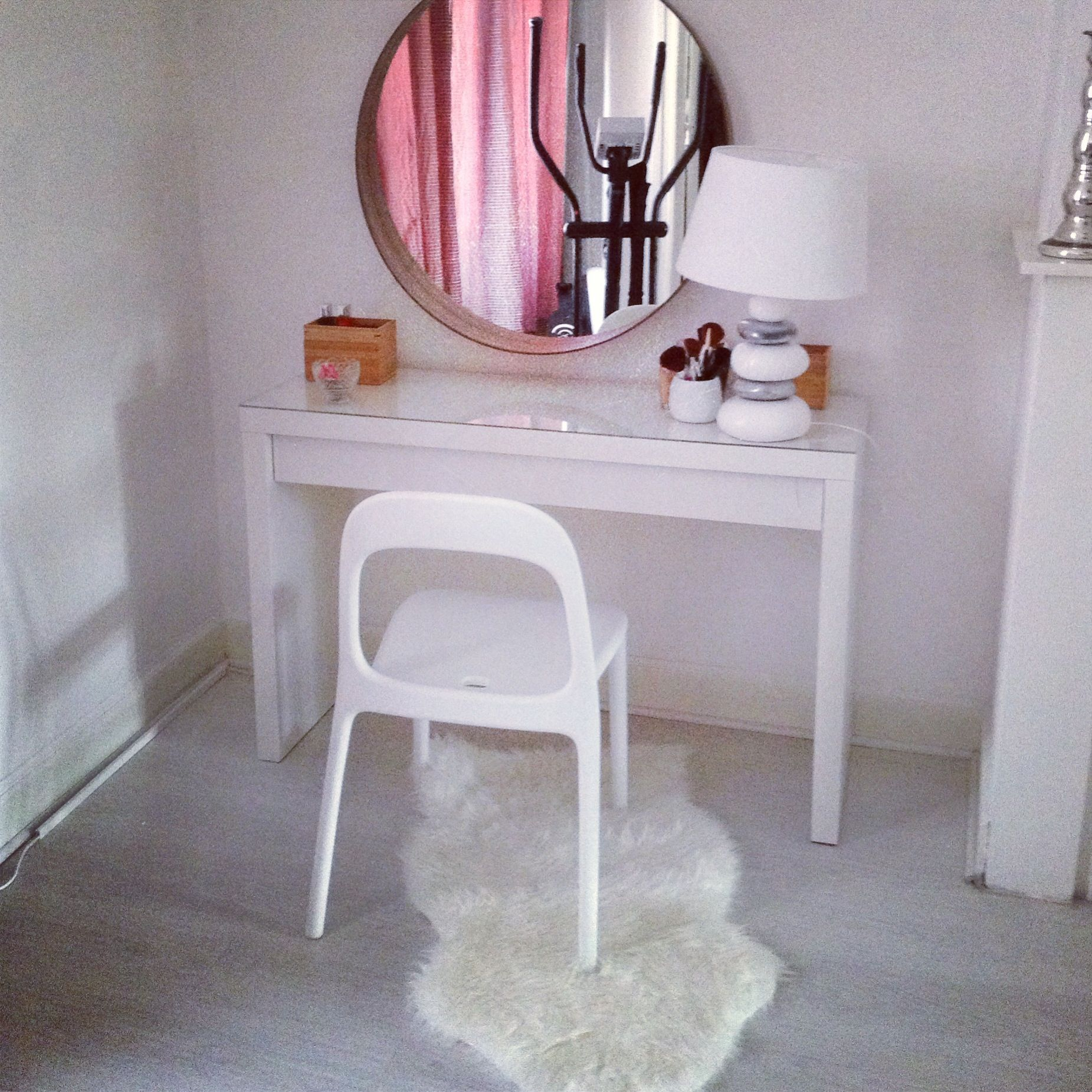 huge discount 8b43a f180d Ikea vanity table simple, clean, inexpensive | Home Ideas <3 ...