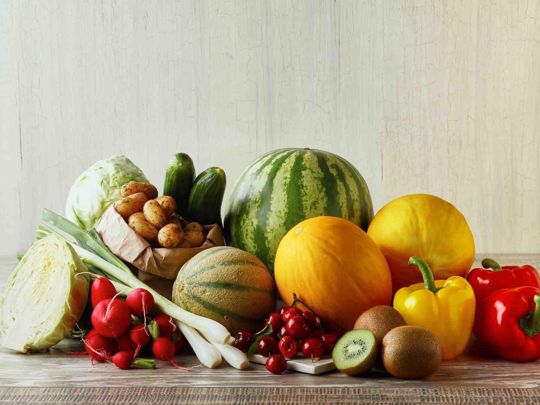 Kesäkuussa nautitaan varhaiskasviksista ja kauden hedelmistä sekä salaateissa…