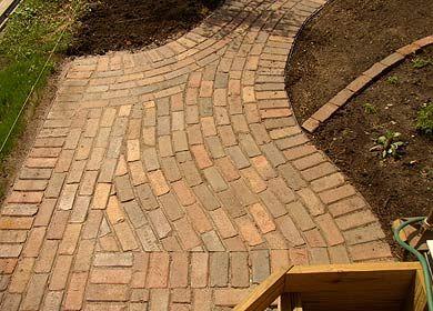 Patios & Walkways - curved-reclaimed-paver-walkway