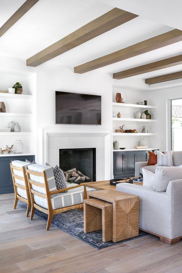 Interior Design Ideas: Modern Coastal Shingle Home - Home Bunch Interior Design Ideas #modernfarmhouselivingroom