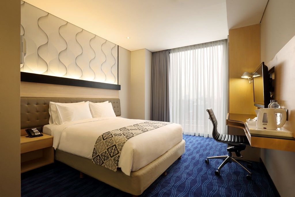 Queen Bed Room At Holiday Inn Express Jakarta Thamrin For More Details Www Holidayinnexpress Com Indonesia Or Www Holidayinnexpre Room Queen Beds Holiday Inn