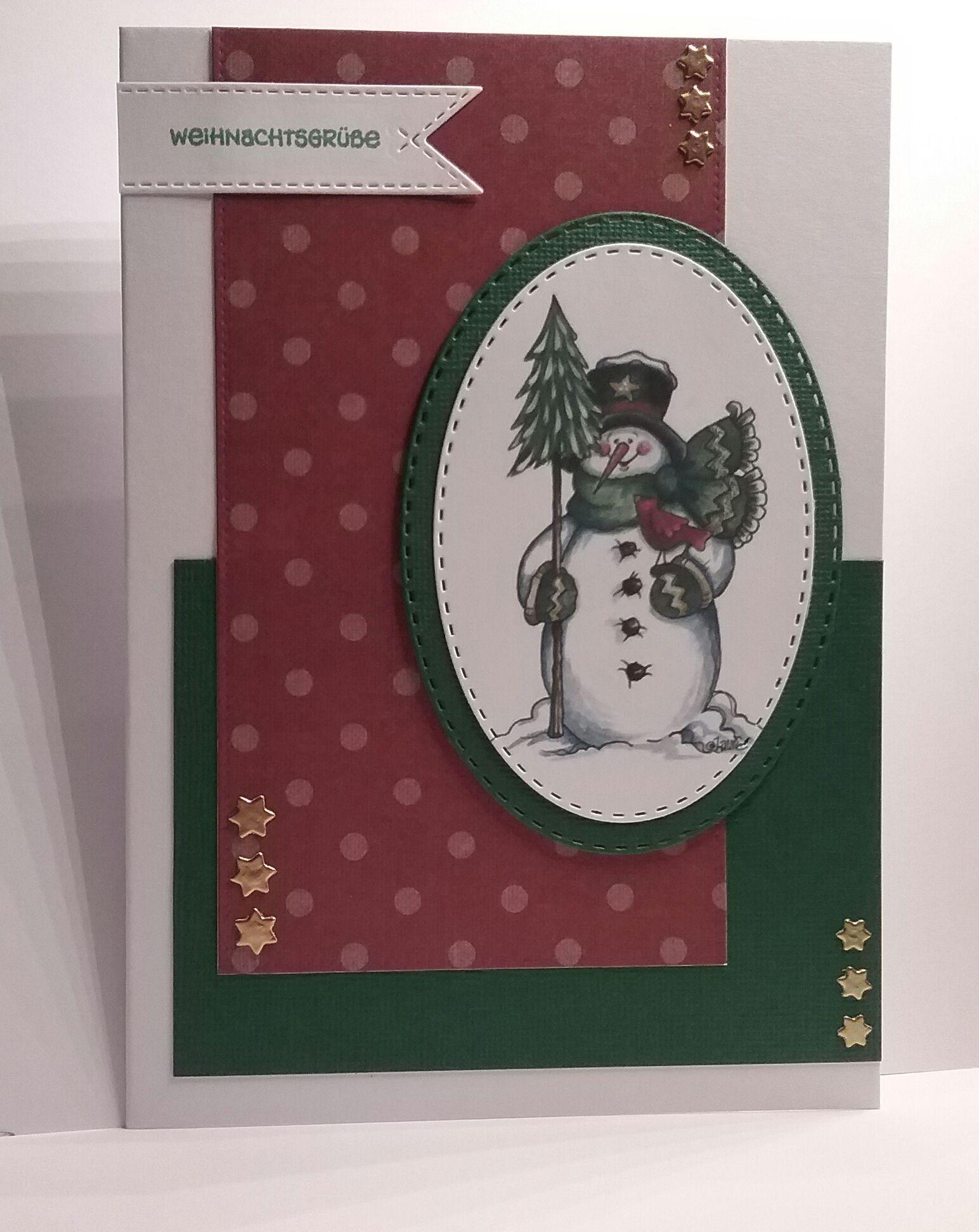 Niedliche Schneemann Weihnachtskarte in rot und grün. Image von Laurie Furnell. Stanze oval mit Stich von Gummiapan, Stanze Sterne von Marianne Design CrafTables, Stanze Banner mit Stich von Marianne Design CollecTables.