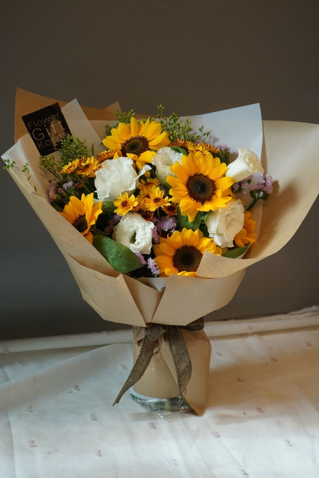 Sunflower Bouquet Hello Sunday Everyone Sunflowers Are Still Blooming And Has Still In Season In Korea S In 2020 Sunflower Bouquets Happy Flowers Flowers Delivered