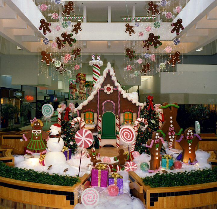 Christmas Decorations In Shopping Malls: Santa Photo Sets & Props