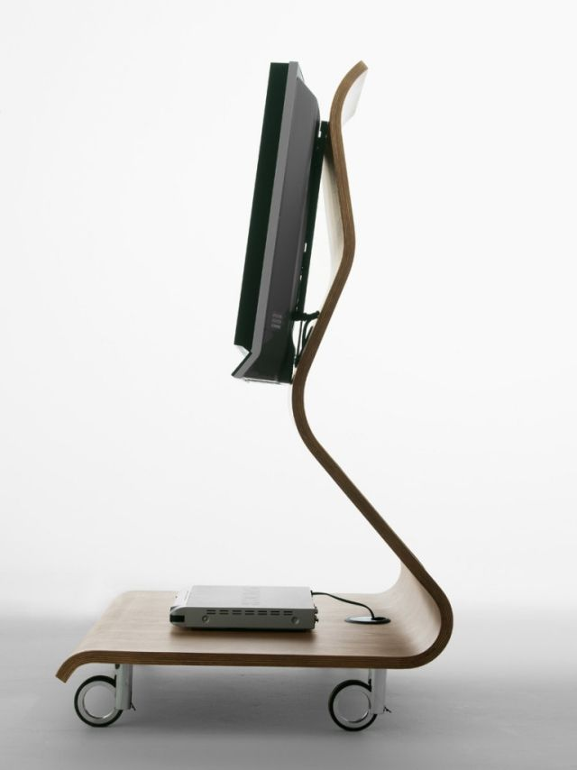 von Kobra inspiriertes design-auf rädern silhouette sperrholz - ausgefallene mobel lcd tv stander mario bellini