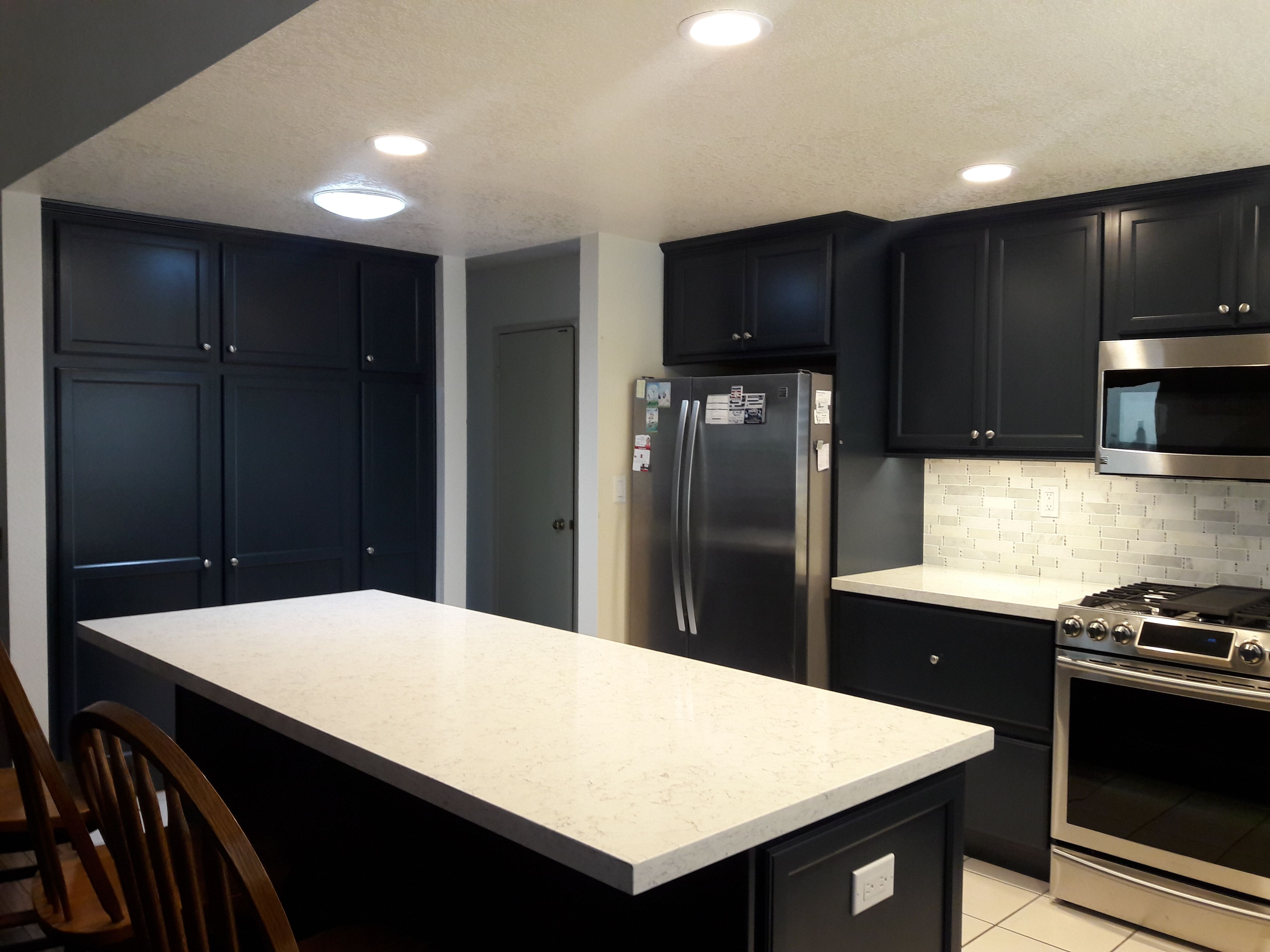 Kitchen Diamond Cabinets Ridgefield Door In Maritime Silestone Blanco Orion Quartz Stone And Glas Kitchen Backsplash Tile Designs Kitchen Kitchen Backsplash