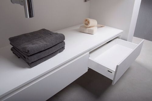 Solid Surface Badkamer : Inspiratie badkamer corian solid surface opberglade onder