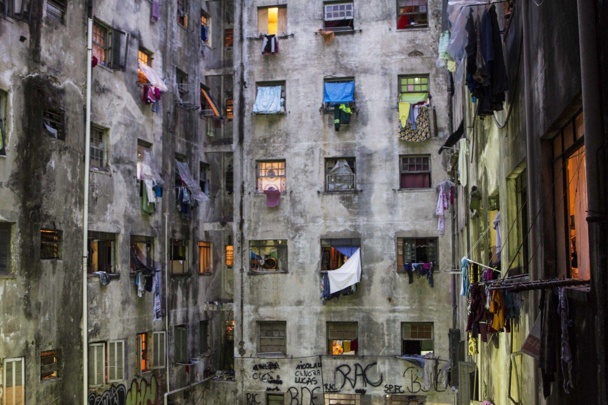 La búsqueda de una vivienda en edificios abandonados - Vista del patio interior de la ocupación de la calle Mauá, en el centro de la capital paulista.