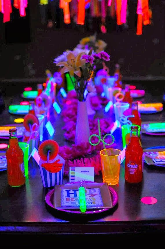 Glow in the dark table setting cnftt signature for Glow in the dark table