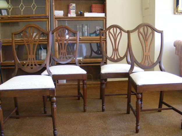 Found a similar Duncan Phyfe style dining set that\'s a contender ...