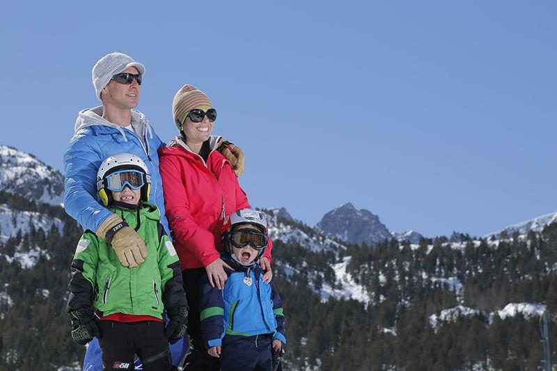 Diversión En La Nieve Para Toda La Familia Invierno Aventura Nieve