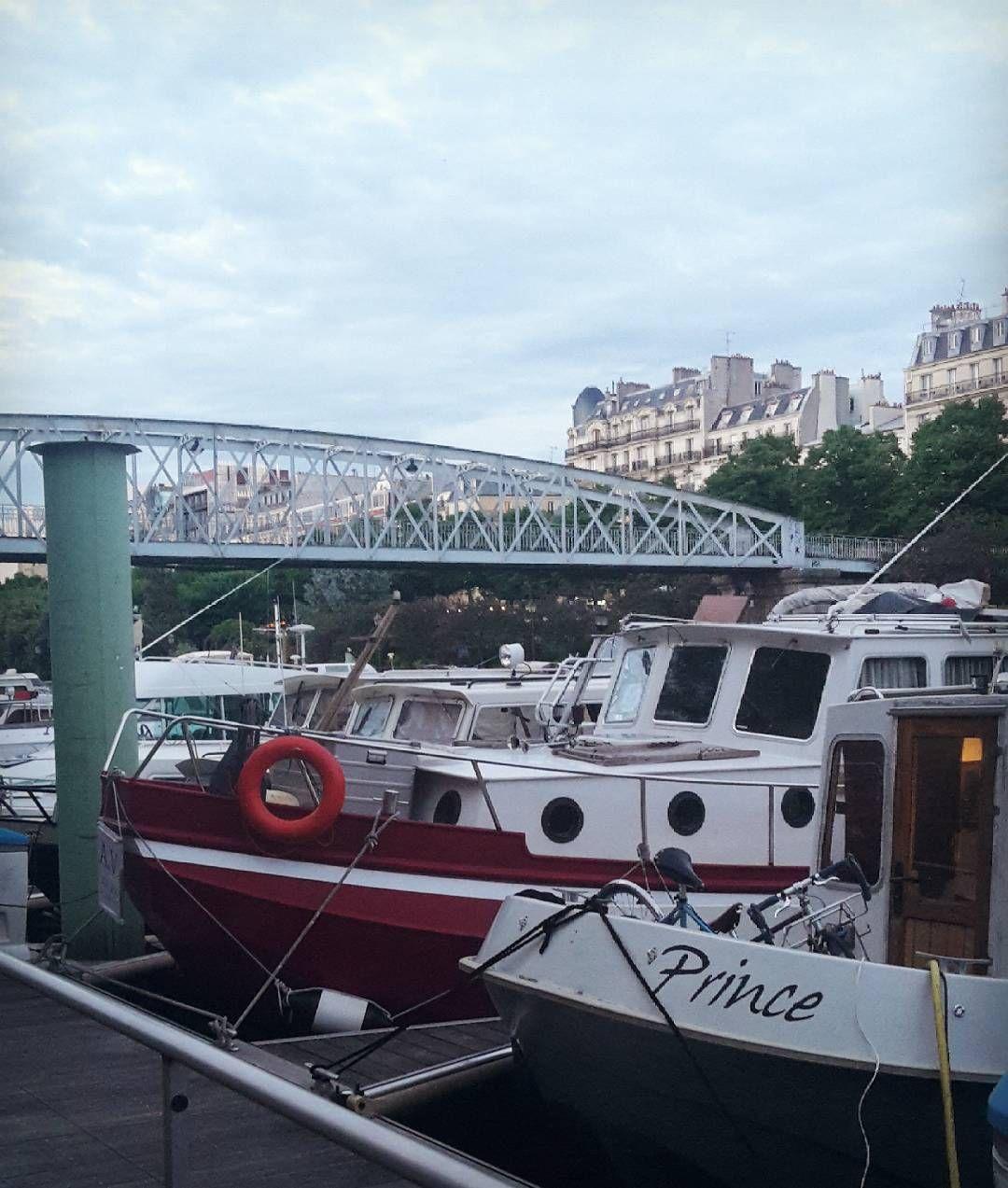 Paris is magic ⛵ �� �� #paris #travel #magic #bastille #happymoment #friends #voyage http://tipsrazzi.com/ipost/1515604802133635499/?code=BUIgombDTGr