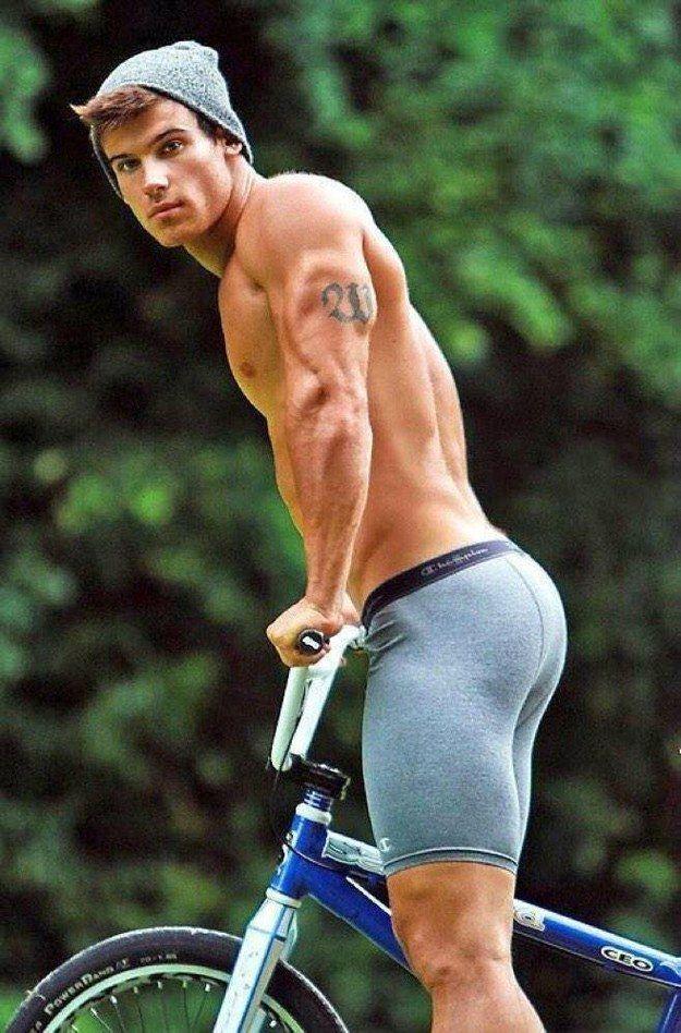 Andar en bici te ayuda a hacer buena nalga. | Pinterest | Ciclista ...