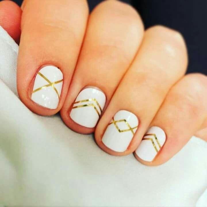 Uñas blanco dorado | Esmalte En Gel | Pinterest