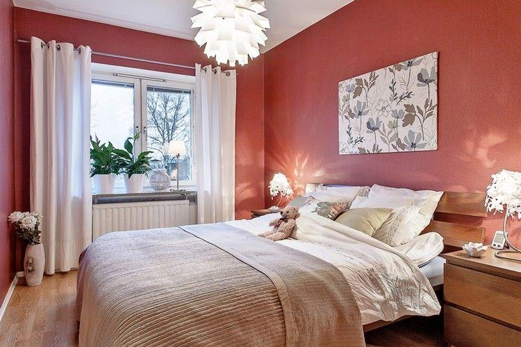 Farbgestaltung im Schlafzimmer orange-koralle-wandfarbe-holz-moebel ...