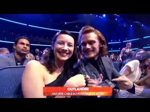 Caitriona Balfe & Sam Heughan at People's Choice Awards 2015 Best Sci Fi/Fantasy Series - YouTube