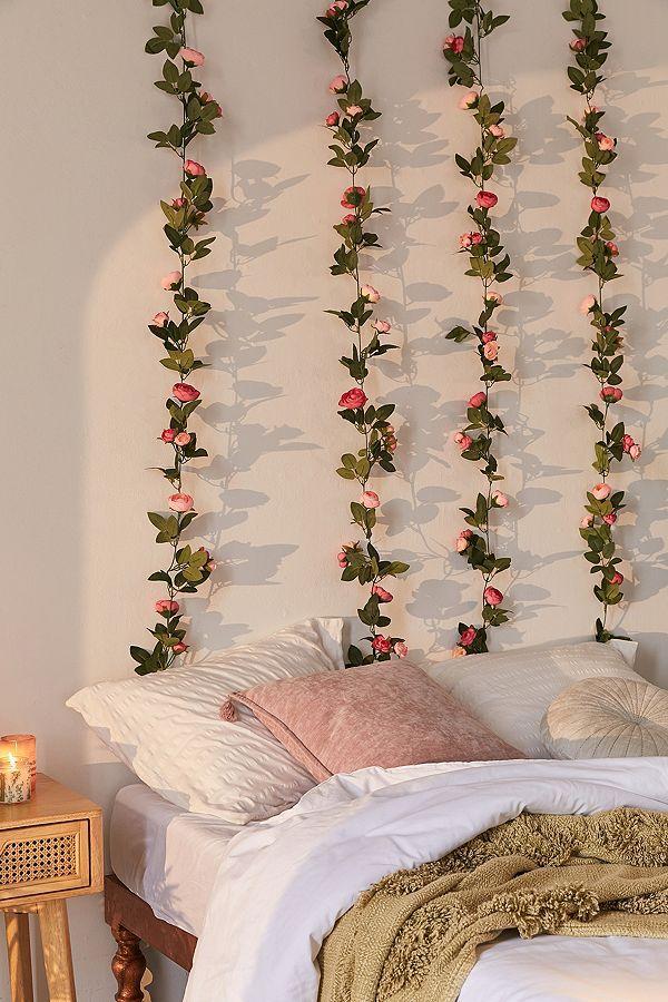 Photo of Dekorative, künstliche Rosengirlande in Rosa