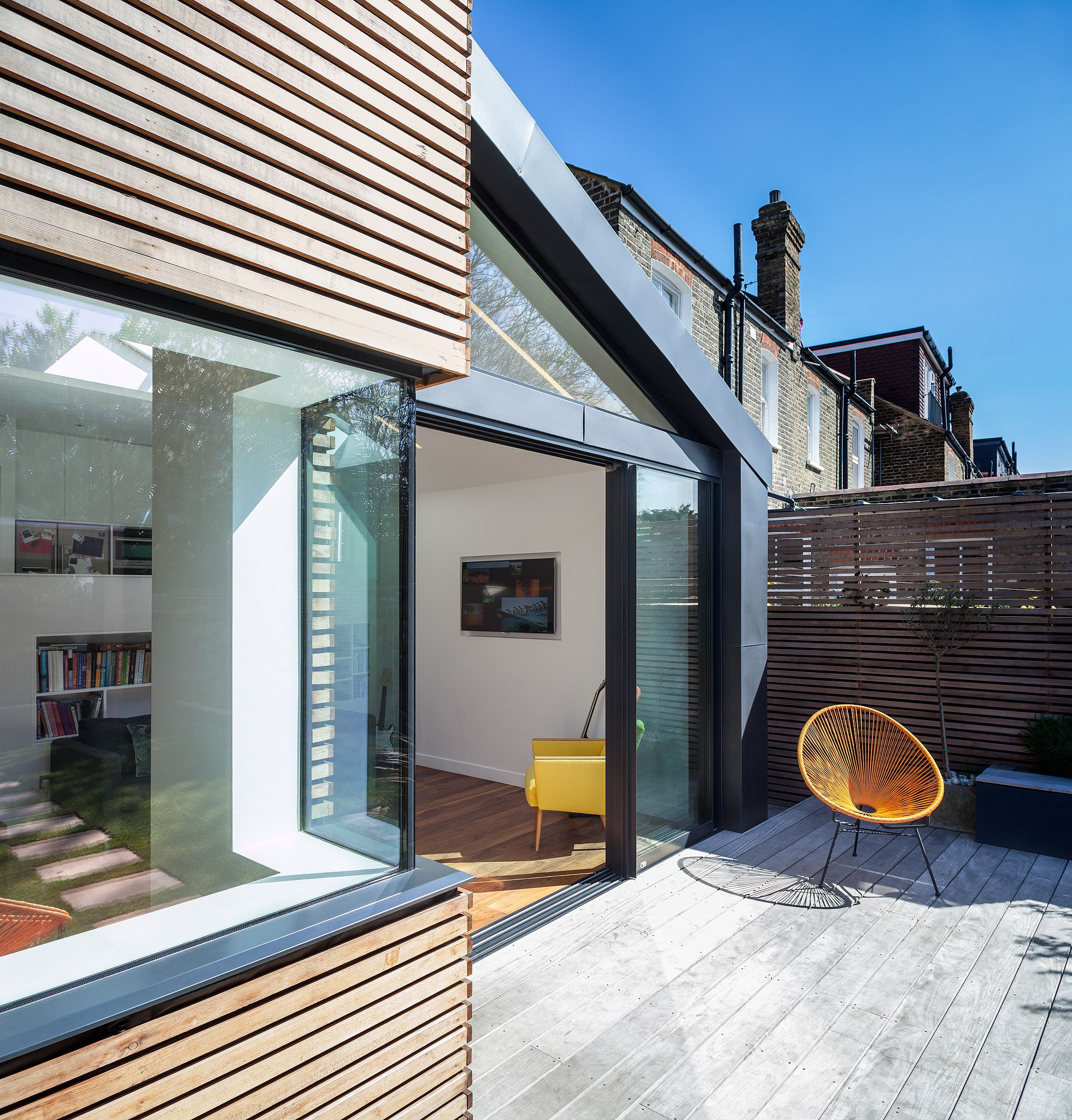 Lights The Garage London: Maxlight Sliding Doors, Corner Bay Window And Rooflight
