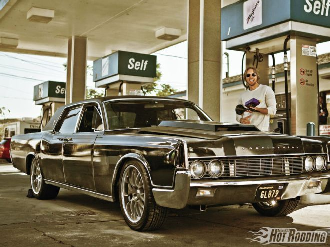 1212phr 12 1967 Lincoln Continental At Gas Station Cool