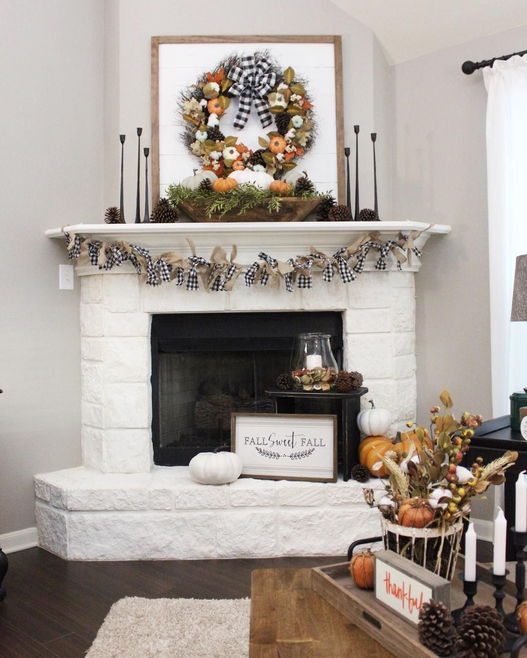 This Mantel Is Cute For Fall