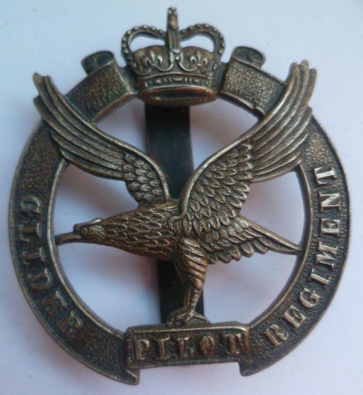 Glider Pilot Regiment Cap Badge Queens Crown