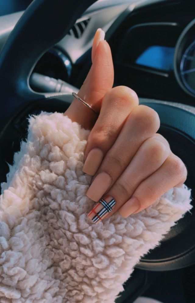 Plaid Accent Nails // Fall Nail Ideas that are Per