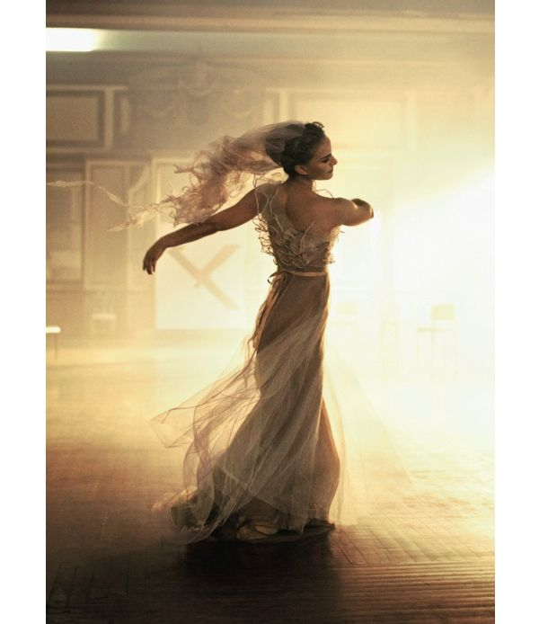 Vogue-America-January-2011-Natalie-Portman-Ballet