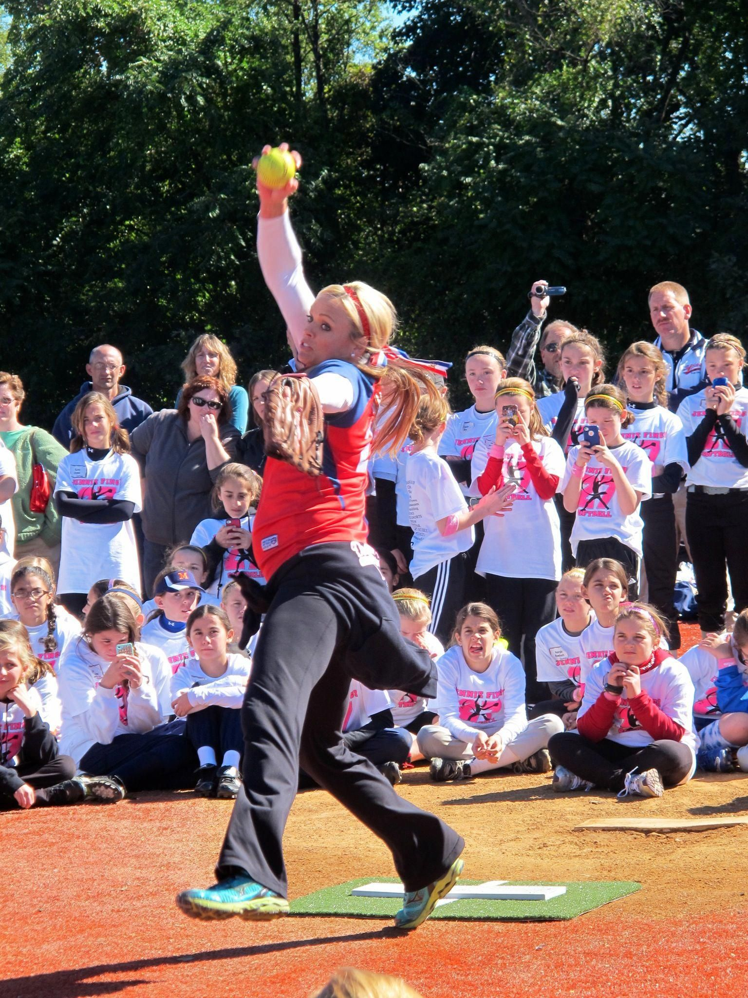 Jenny finch pitching demonstration at her softball camp