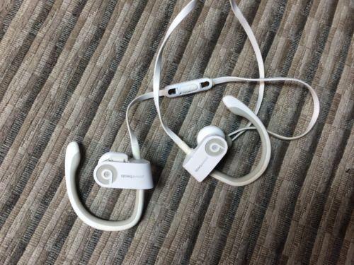Beats by Dr. Dre Powerbeats2 Wireless Ear-Hook Wireless Headphones -White https://t.co/ySVQP2qLpR https://t.co/FWWSc0rwpw