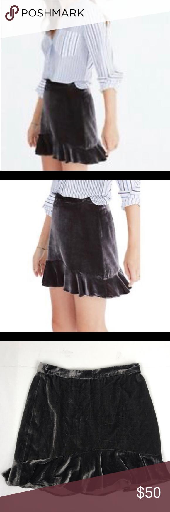 """52e82b322 Madewell Velvet Ruffled Edge Skirt NWT Excellent New Condition! Length 16""""  Waist 14"""""""