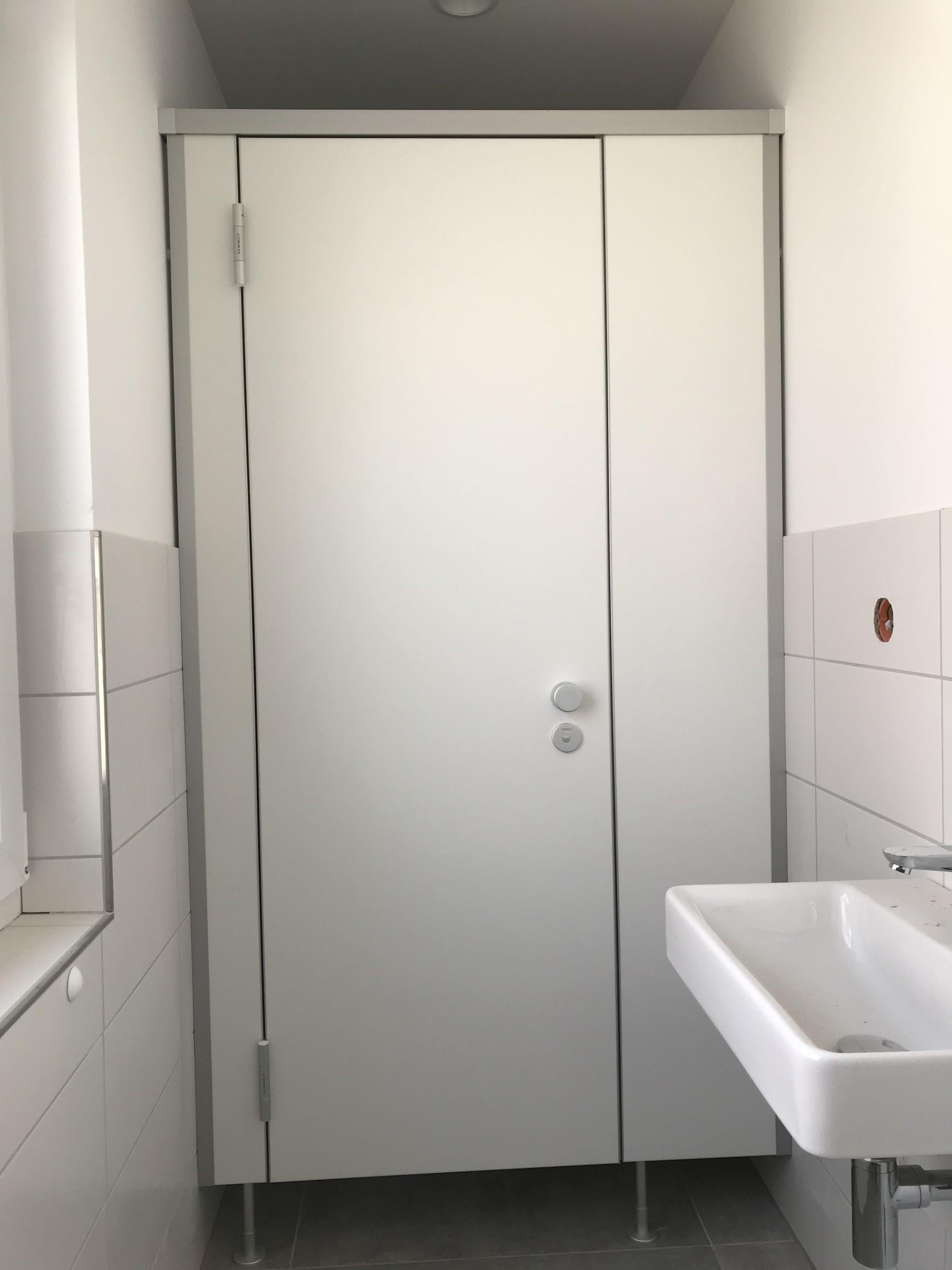 WC-Trennwand NIUU-F in Standarthöhe mit Bodenfreiheit ...