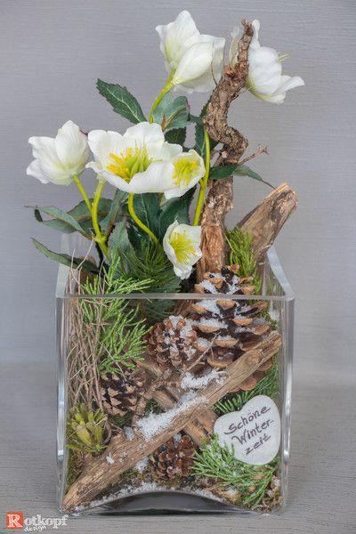 In ein Glas gesteckte Winter/Weihnachtsdekoration, mit einem Mix aus Naturmaterial und Seidenblumen. Durch diese Kombination wirkt das Gesteck sehr echt und ist mehrere Jahre... #decorationnoelfaitmain
