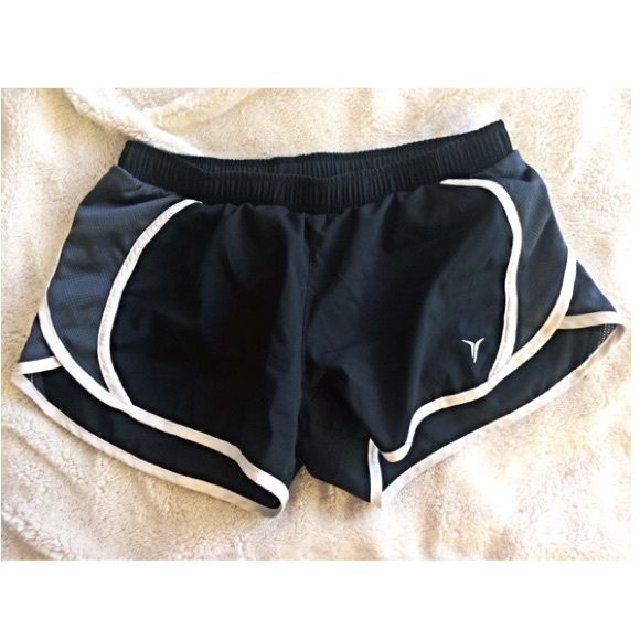 Active Running Short Black + Grey Running Shorts / Grey Mesh Slides // White outline // Active Shorts // Old Navy // Size X-Small // Perfect for any workout! // Never Worn - like new condition ✨ Old Navy Shorts