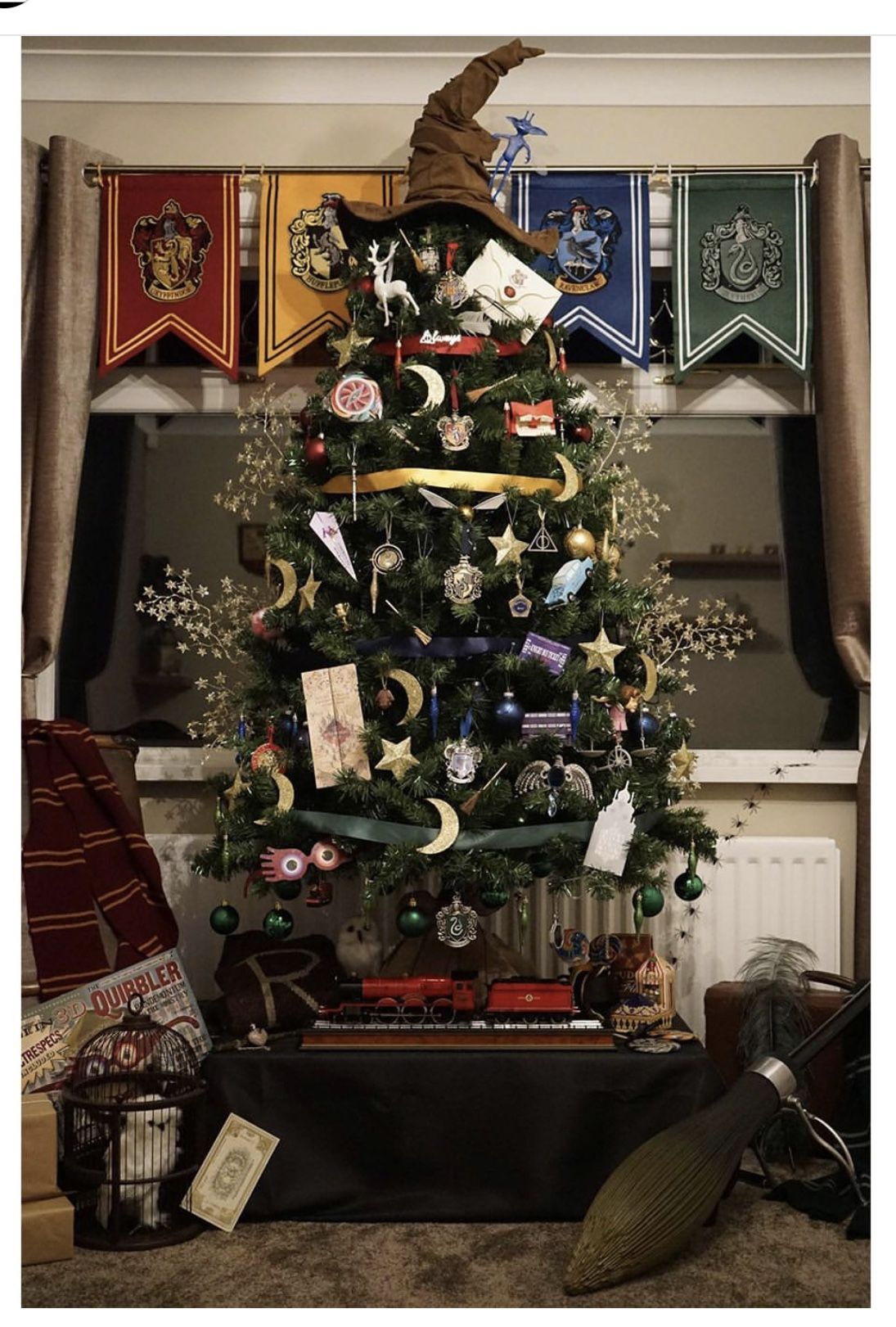 Hogwarts Christmas Tree Decorated By A Proud Slytherin