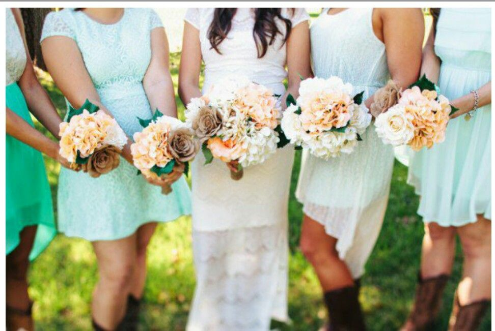 Love the bouquets!