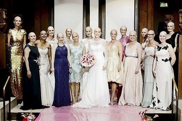Smukke aliens på catwalken, arrangeret af A Race Against Breast Cancer, 2014. Martina Huusfeldt står i pink kjole som nummer 6 fra højre.