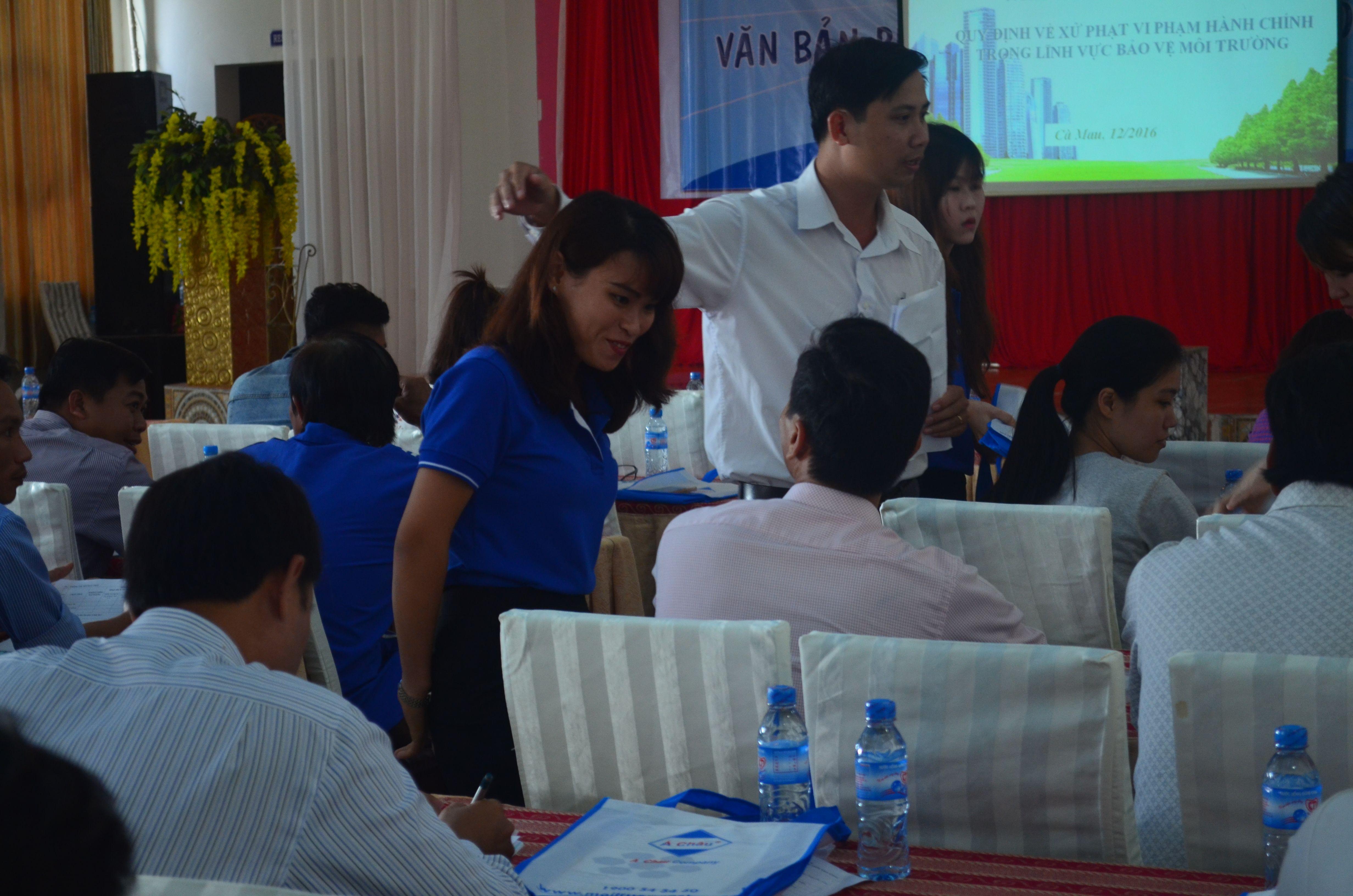 Cán bộ Công ty Môi Trường Á Châu tham gia hỗ trợ tư vấn trong buổi tập huấn
