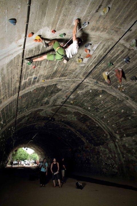 urban tunnel climbing barcelona spain rock climbing pinterest escalade et mur. Black Bedroom Furniture Sets. Home Design Ideas