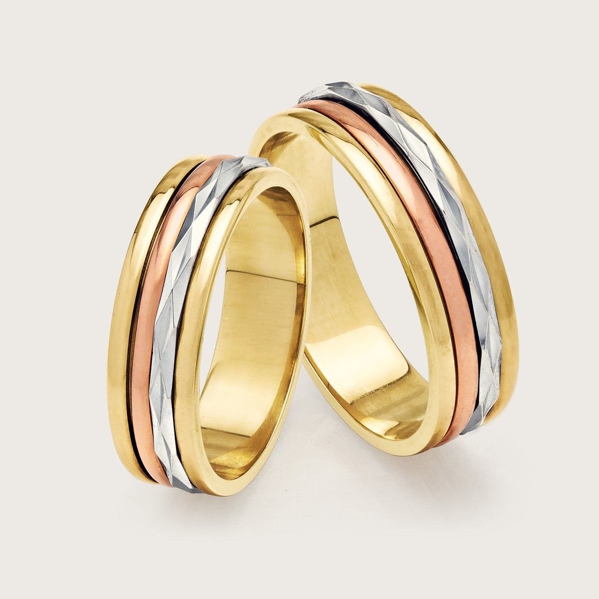 92c9685329f Aliança de Noivado ou Casamento em Ouro 18k ( 750 ).