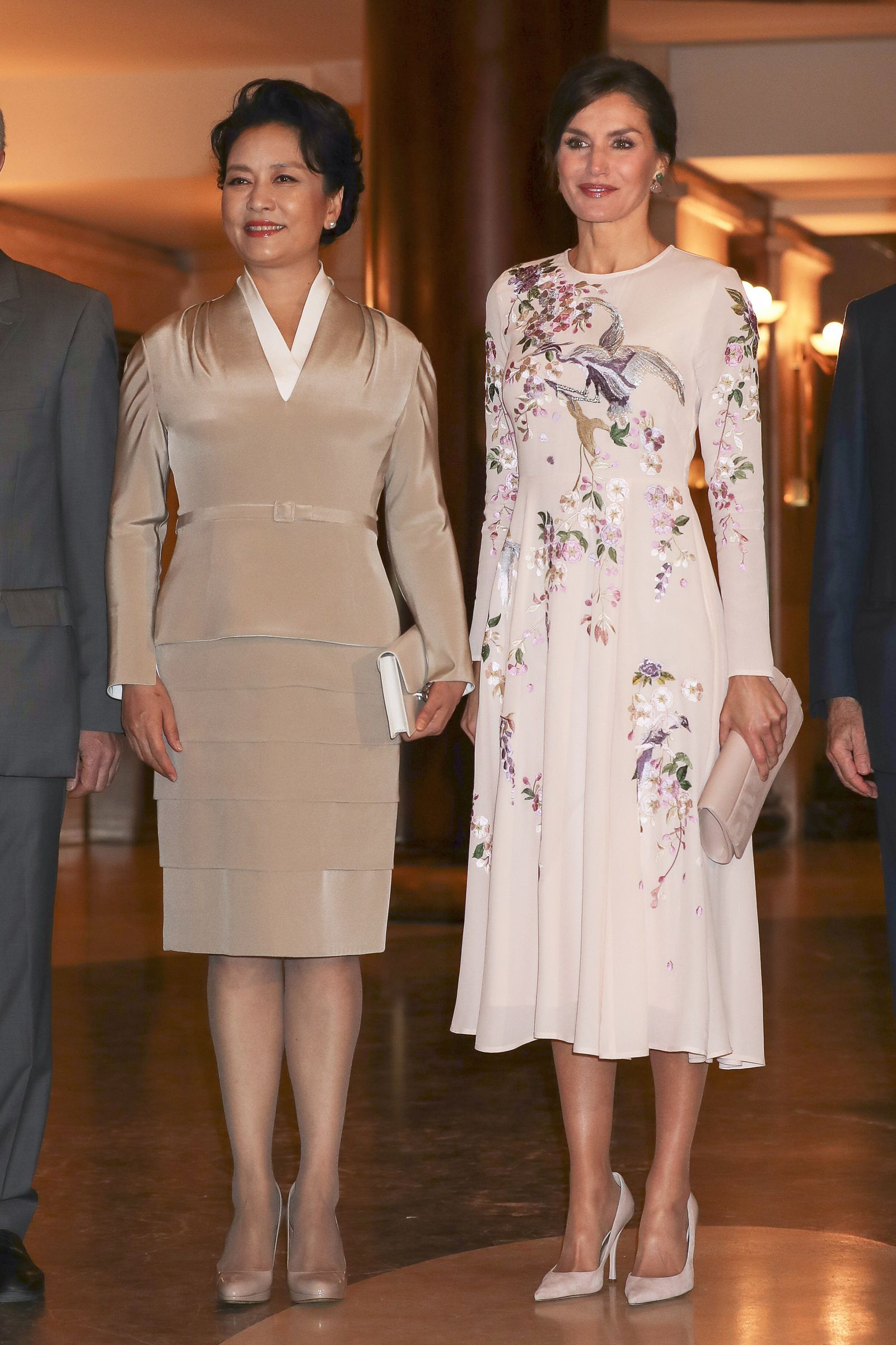 814d630c350 Queen Letizia Found a Pretty Pink ASOS Dress That s Fit for Royalty ...