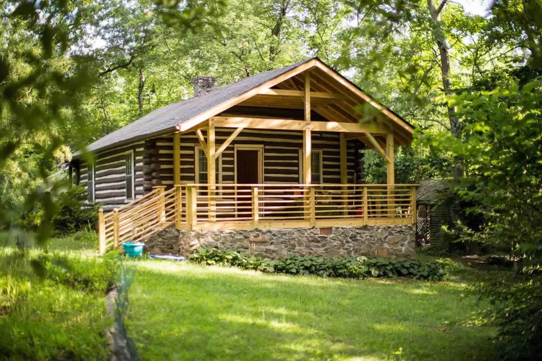 Classic Log Cabin Near Downtown Asheville Cabin Tiny