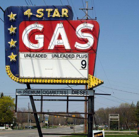 Googie gas station sign, Gr. Rapids, MI