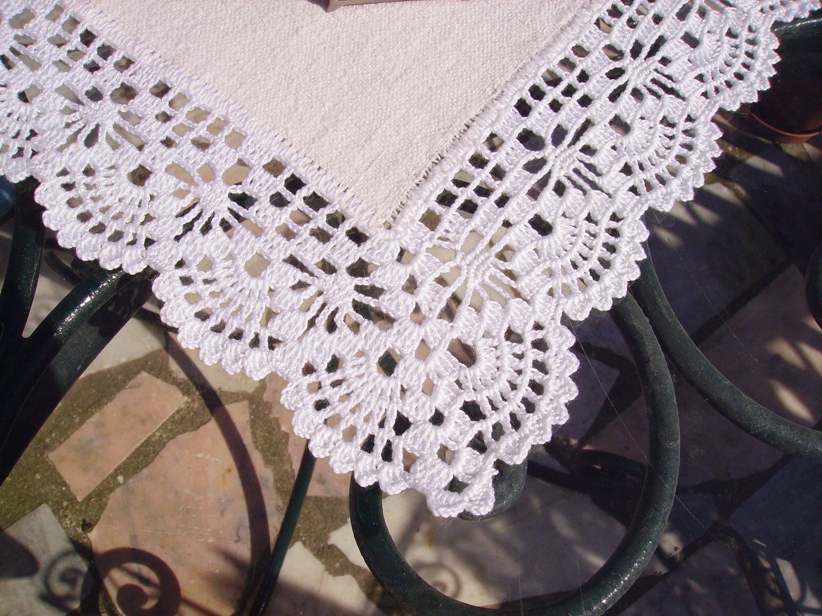 Spider stitch & shell crochet lace edging (incl.corner detail) by D ...
