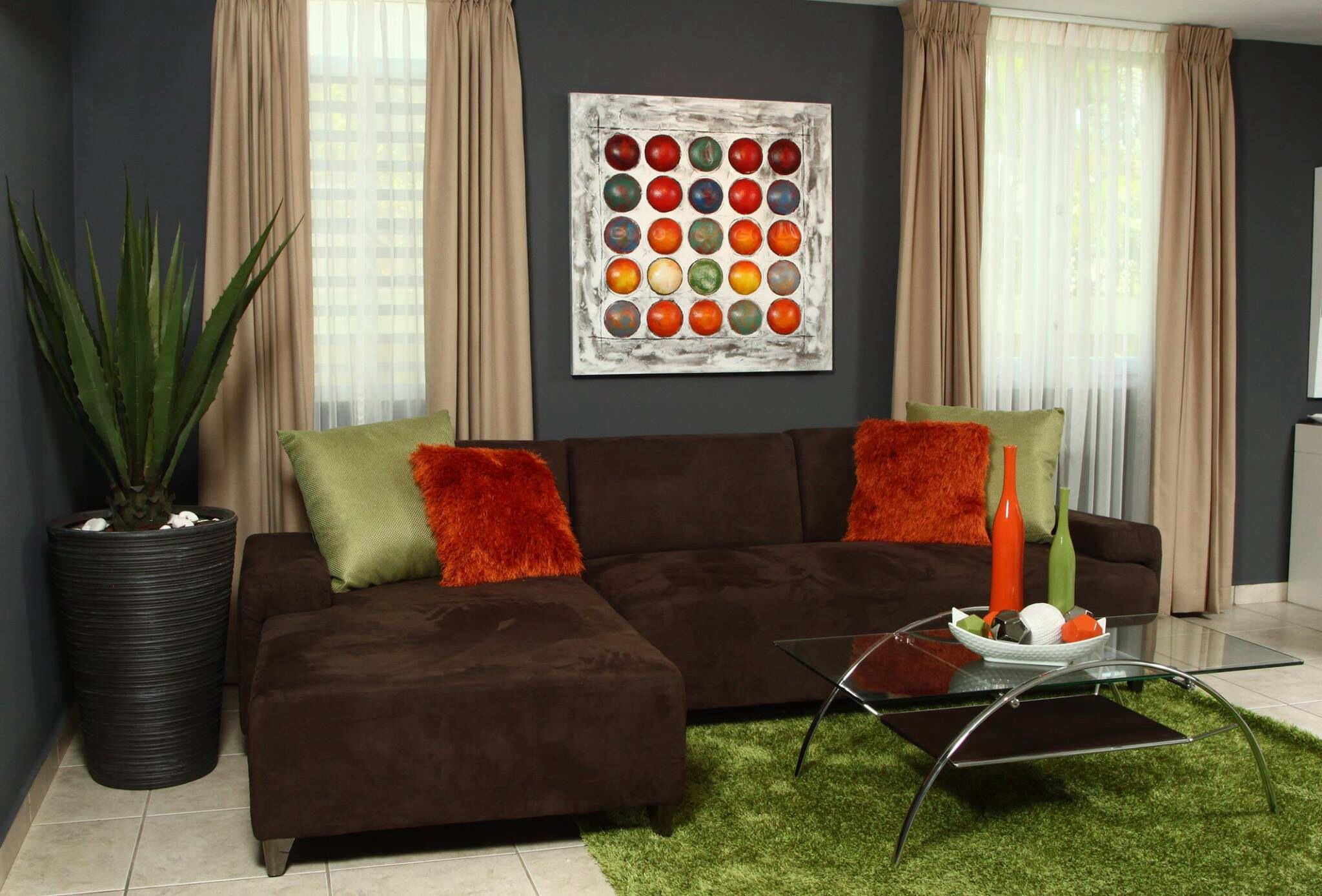 Color Chocolate Verde Y Anaranjado Me Fascina Modern Apartment Living Room Living Decor Living Room Color Schemes